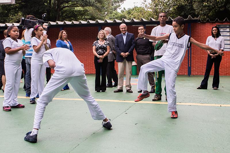 Alckmin estende reforço contínuo com professores aposentados e da ativa