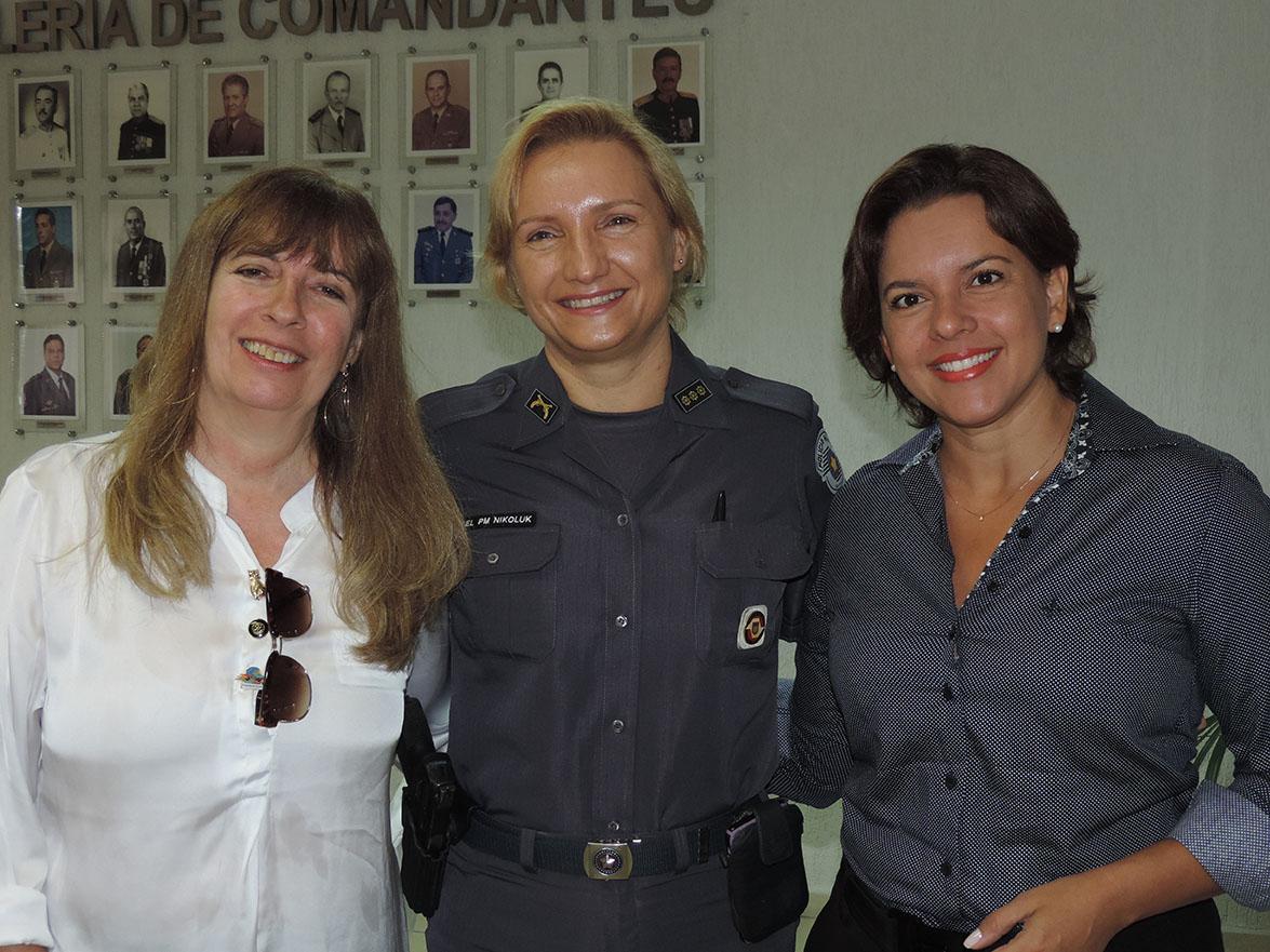 Comandante do CPMI-1 homenageia as mulheres