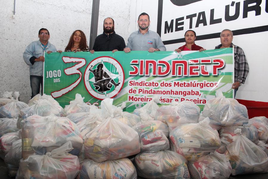 Sindicato dos Metalúrgicos entrega 67 cestas básicas