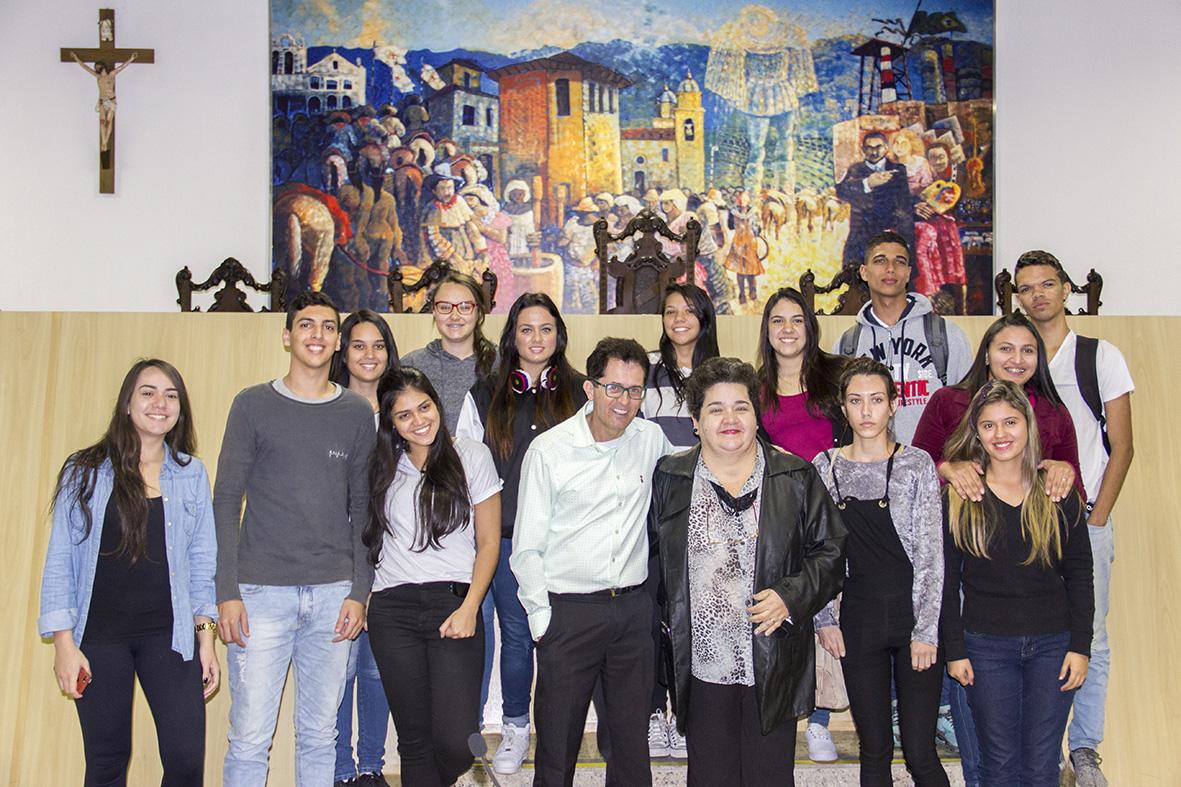 Vereador Dentinho acompanha visita de alunos do Senac na Câmara