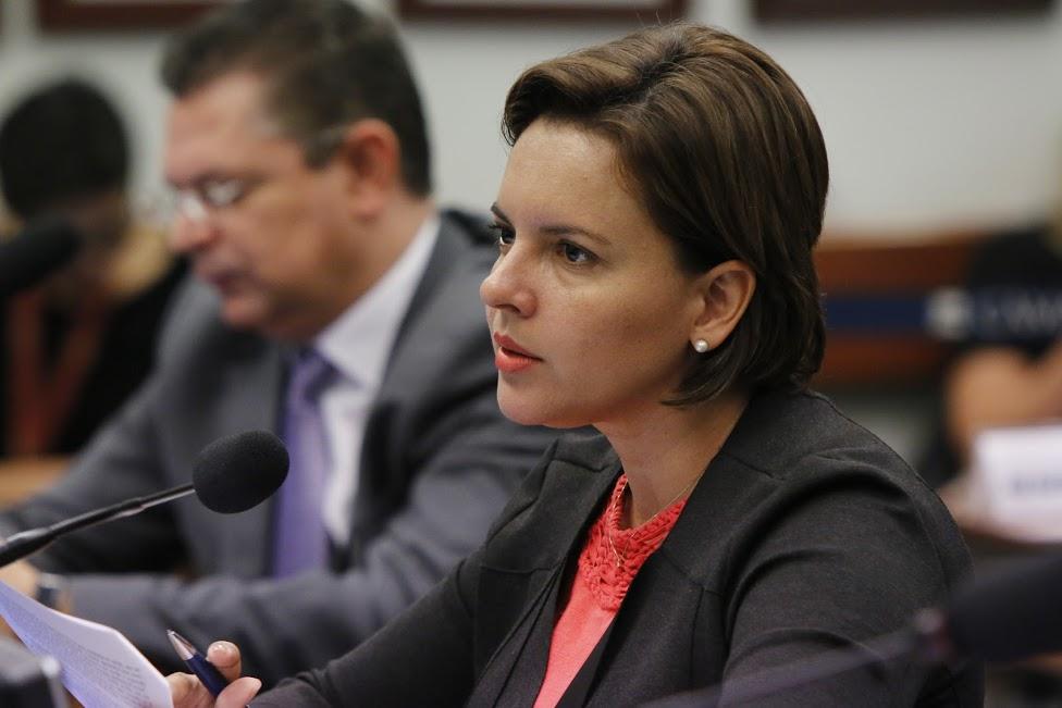 Pollyana reitera construção ou reforma de bibliotecas em 12 cidades