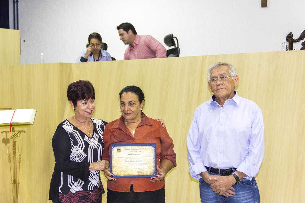 Feirantes recebem homenagem na Câmara de Taubaté