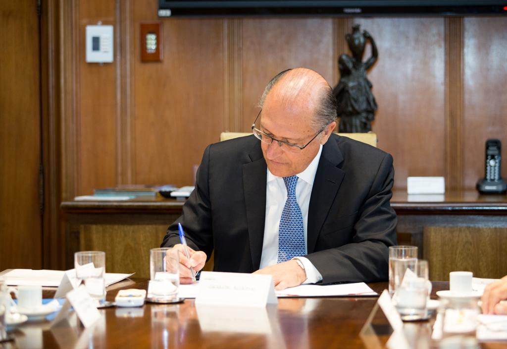 Alckmin sanciona reajuste do salário mínimo paulista