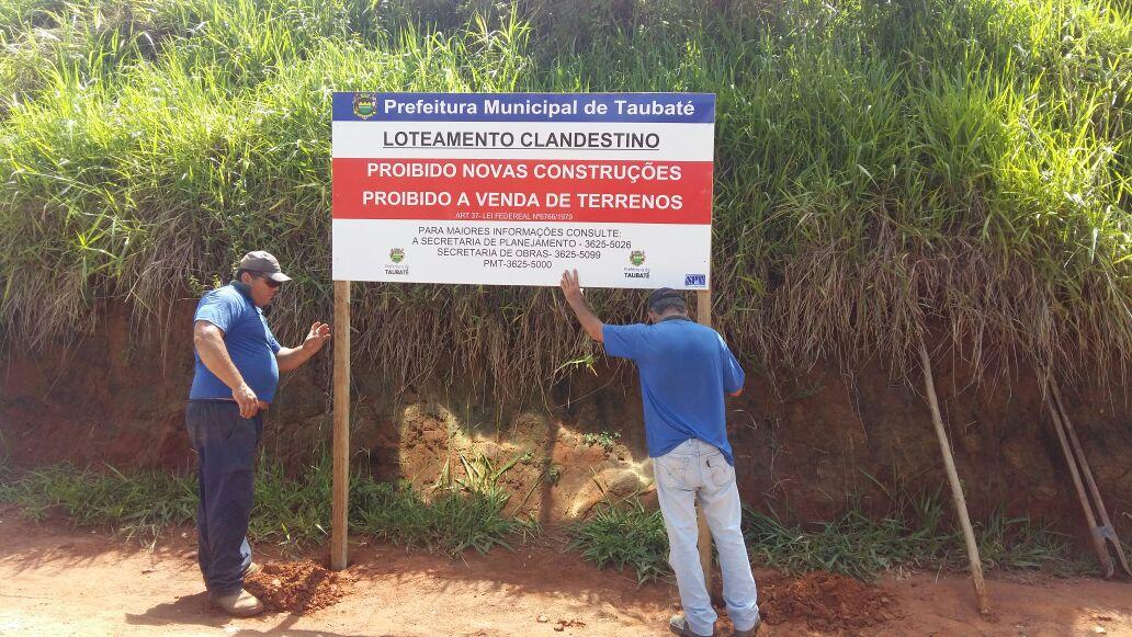 Prefeitura instala placas para orientar população contra loteamentos clandestinos